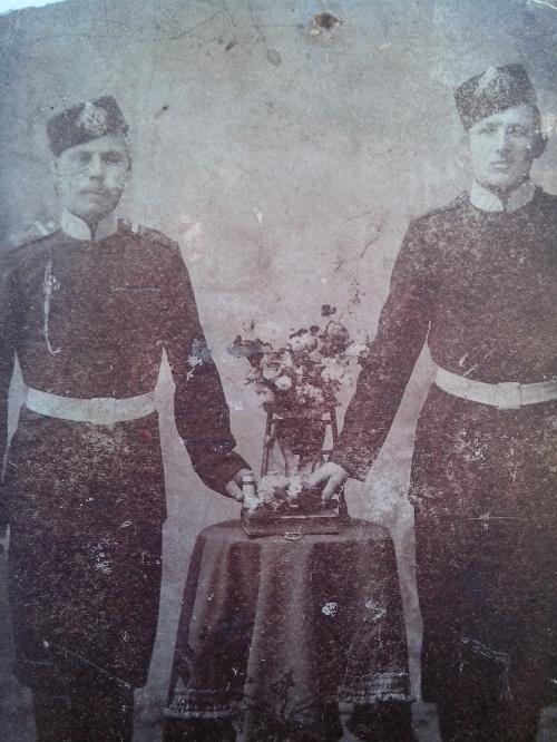 Дедушка Кирилл справа