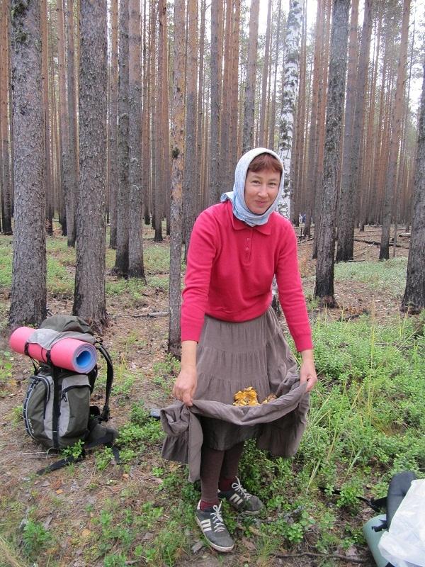 Пиотровская Елена, с лисичками в подоле